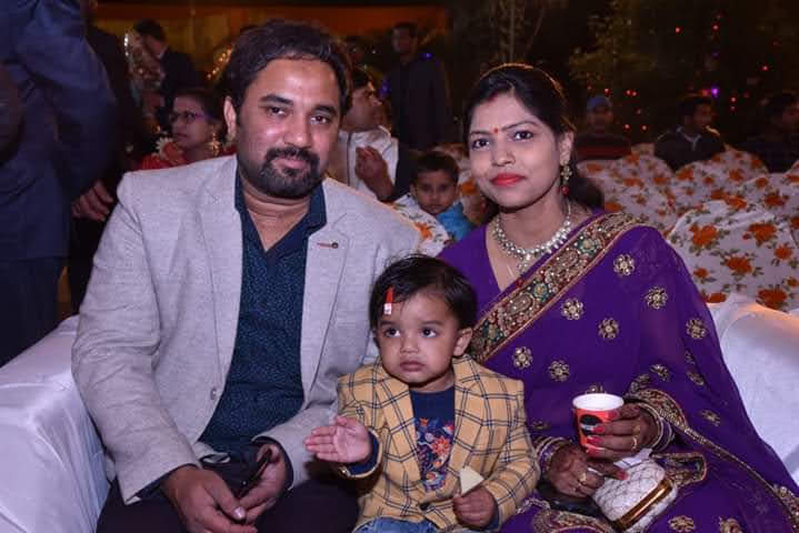 rohit with his wife Vaishali and daughter Mishika